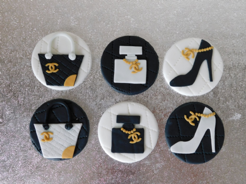 12 Chanel Cupcake Toppers